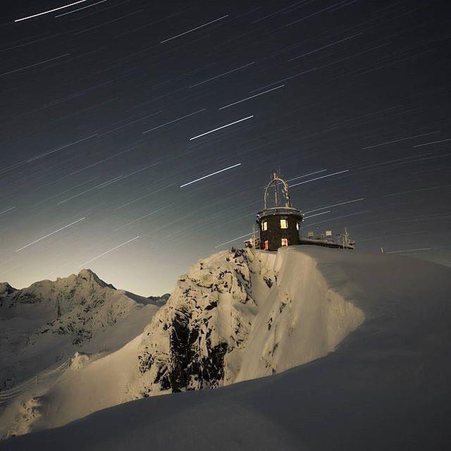"""via. @pkl_kasprowy """"Magiczna noc w Tatrach...  #TatryZachodnie #Tatry #Tatra #tatramountains #mountains #góry #polska #poland #winter #winter2016 #zima #tatra #tatry #tatramountains #kasprowy #kasprowywierch #pklkasprowy #pkl #view #zakopane #hightatras #travel #widok #beautiful #photooftheday #picoftheday #follow #like #instapic #bestoftheday #instapic #polishmountains fot. Witek Kaszkin""""  buff.ly/2hnWHiP"""