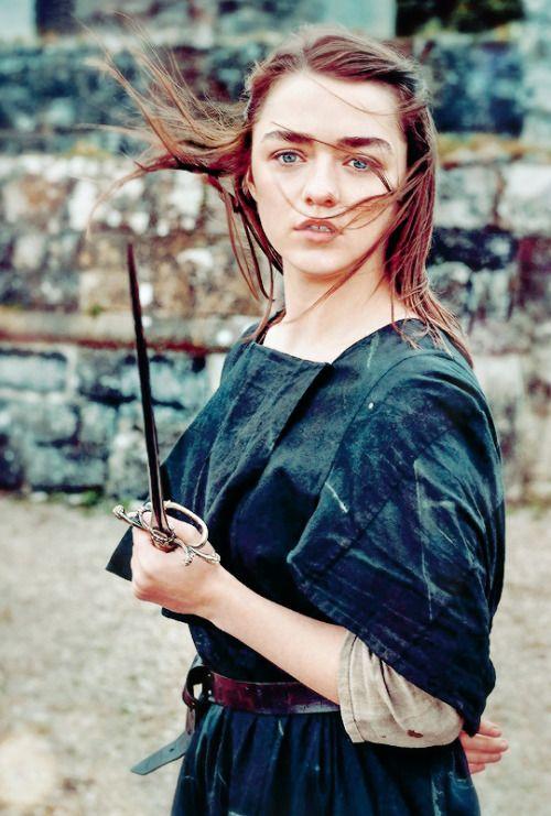 """stormbornvalkyrie: ♕ Maisie Williams comme Arya Stark """"Dernière saison personnes ont demandé:« Est-elle morte?  Je suis tout, 'Non, elle est aveugle. """"  Il est trop facile de la tuer """", dit Williams.  """"S'il y a une chose que nous avons appris de Game of Thrones, il est que la mort est la voie facile."""" X"""