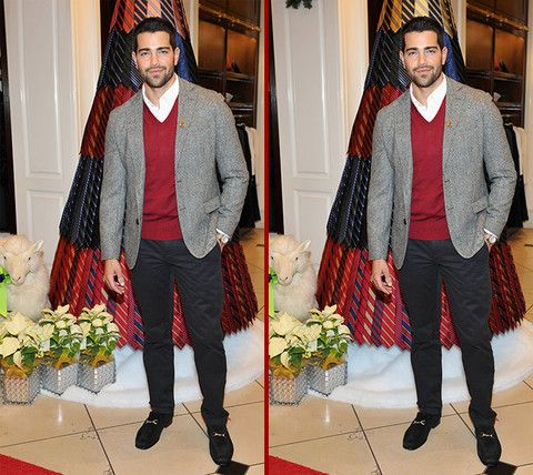 Can you spot the THREE differences in the Jesse Metcalfe photos?