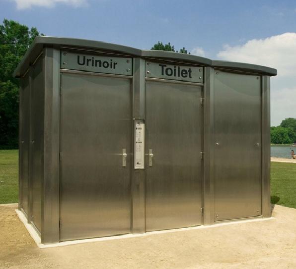 Een doordachte openbare toiletvoorziening is een visitekaartje voor uw bezoekers en een aanwinst voor uw omgeving. Wij bespreken graag uw eisen en wensen en vertellen u graag meer over de uitgebreide mogelijkheden voor interieur en exterieur.