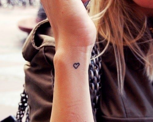 50 Cute Small Wrist Tattoos For Girls