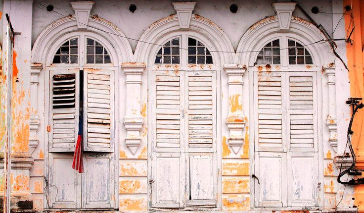 Window shutters in the charming old town disctrict of Ipoh, Malaysia © coleong / Getty Images