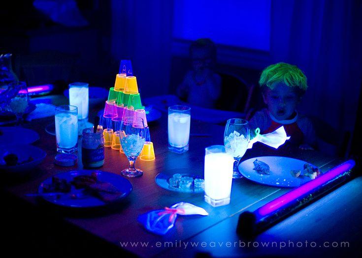 blacklight dinner