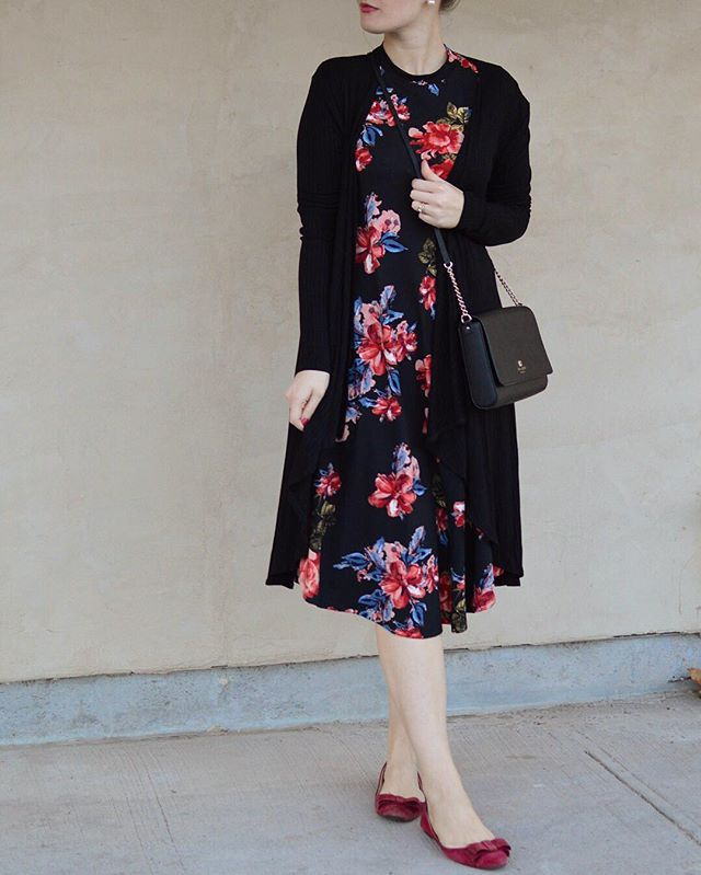 These unexpected warmer days are awesome but are catching me totally off guard. I need some tanning lotion pronto! This swing dress is super comfortable. Available online, link in bio #florenceadams#mididress#floraldress#dressgirl#layering#dustercardigan