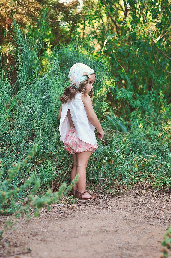 DEZE AANBIEDING IS VOOR ALLEEN DE BLOEIERS. Mooie baby/childs korte-bloeiers, gemaakt met een zoete roze geruite katoenen. De katoenen stof is zacht en licht gewicht, perfect voor de zomer. Dit is een nietje in haar kast die krijgt veel slijtage uit het spel om te feesten! Zorg: Koud water wassen zachte cyclus-Lay flat te drogen.
