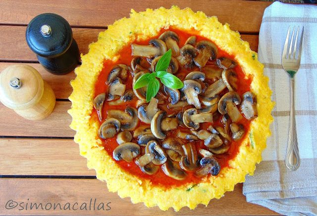 Tarta de mamaliga cu sos tomat si ciuperci - simonacallas