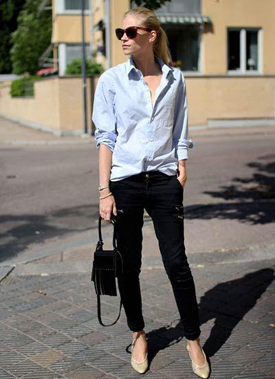 【シックな印象が逆に新鮮♪】 青シャツ×黒パンツのコーディネート。  青シャツってパキッと夏らしい印象のシャツですが、あえて黒パンツと合わせると「落ち着きのある大人」っぽい印象に。  そして足元は「品のあるベージュ系ぺたんこ靴やパンプス」にすると より雰囲気も加速します♪  大人らしい夏コーデに仕上げたい方は必見ですね。