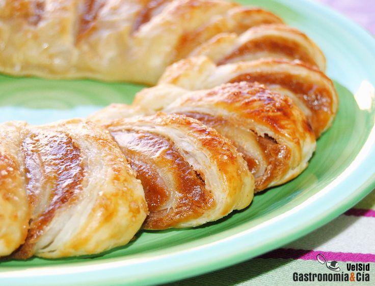 Corona de hojaldre rellena de mantequilla de manzana y cacahuete