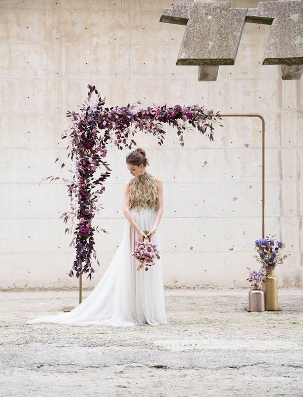 arco nuziale con fiori viola #purplewedding #ultraviolet