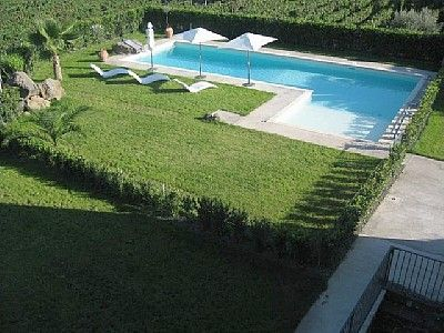 L shaped pool - stairs all the way across shallow end