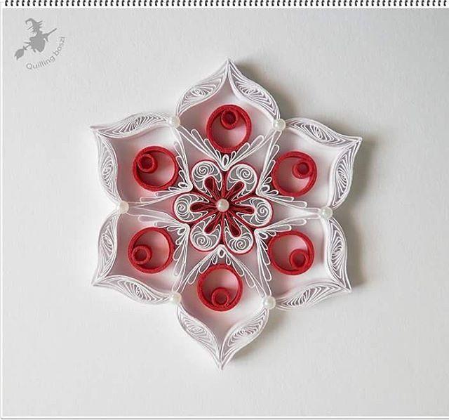 Christmas tree ornament #quilling #quillingart #deco #design #paperart #snowflakes #handmade #christmastreeornaments #karácsony #karácsonyfadísz