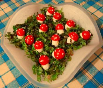 "Салат ""Мухомор"" из перепелиных яиц: Фото - Пошаговые рецепты на abCook.ru"