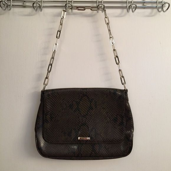 Nine West Purse Perfect little purse when going out! Perfect for a date night or night out! Perfect for party! Very pretty in PERFECT condition!    I will ship same or next day Nine West Bags