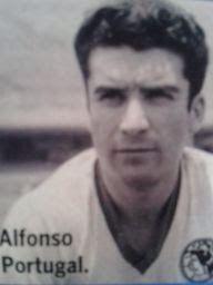 """Alfonso Portugal Díaz  """"El Pescado""""  Se desempeñaba como un brillante volante en la década de los sesenta, su tipo de juego era ordenado, entregado, disciplinado y con mucho coraje; por ende, fue capitán en el América, campeón de Liga en la temporada 1965-1966 y campeón de Copa en 1963-1964."""