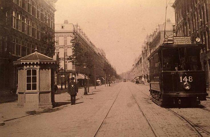 Dit is: Union 148 als lijn 7 in een stille Kinkerstraat, ca. 1905. Aan het balkon hangt het wisselijzer dat diende om wissels met de hand om te zetten. Tevens is te zien dat het draaiwerk van de handrem zich aan de buitenzijde van het balcon bevindt. ( bron amsterdamse trams)