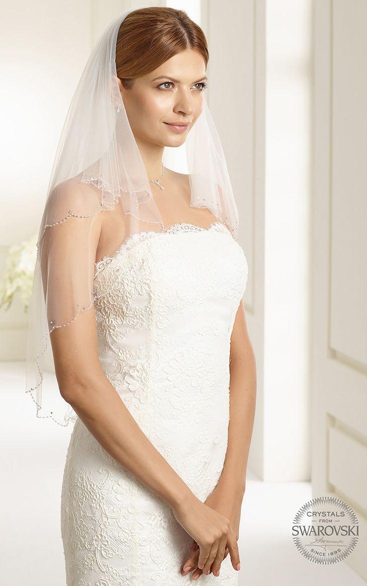 Magical veil S151 from Bianco Evento #biancoevento #veil #swarovski #weddingdress #weddingideas #bridetobe