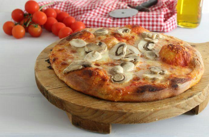 Pizza homemade. http://elisainthesweetlife.com