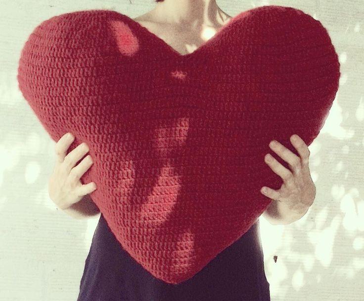 """Se me ha perdido un corazón...""  Almohadón xxl  #arteconlasmanos #artesanas #diasdeferia #objetounico #diseñoargentino #lapajarapintadeco #lapajarapintatejidos #love #crochet #crocheting #crochetdeco #crocheteras #corazon #corazoncrochet #amor #amotejer #amigurumi #amigurumis #almohadonesdediseño #almohadon #adrogue #heartmade #handmade #hechoamano #hechoconamor #hechoenargentina by lapajarapintatejidos"