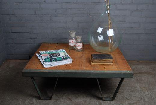 Stoere+oude+industriele+salontafel.+Werd+gebruikt+als+pallet+in+een+oude+stoffenfabriek.