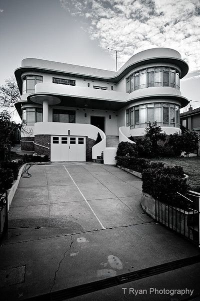 Australian 20th Century Modernism: Stunning Art Deco Albury Home