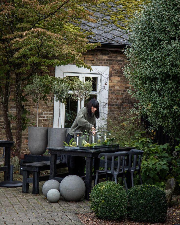 """Zwarte tuin inspiratie • ENKLA TING on Instagram: """"God ... on Bade Outdoor Living id=26051"""