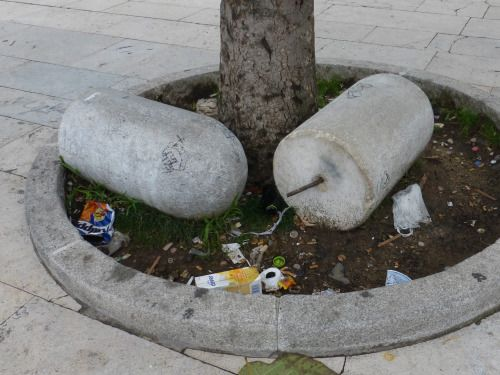 Milano da buttare / The images, gathered in this blog, show the urban neglect of Milan. Italy, 2014
