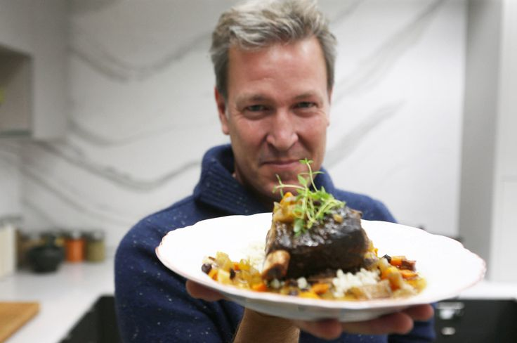 Make Ricardo's tender wine-braised short ribs | Toronto Star
