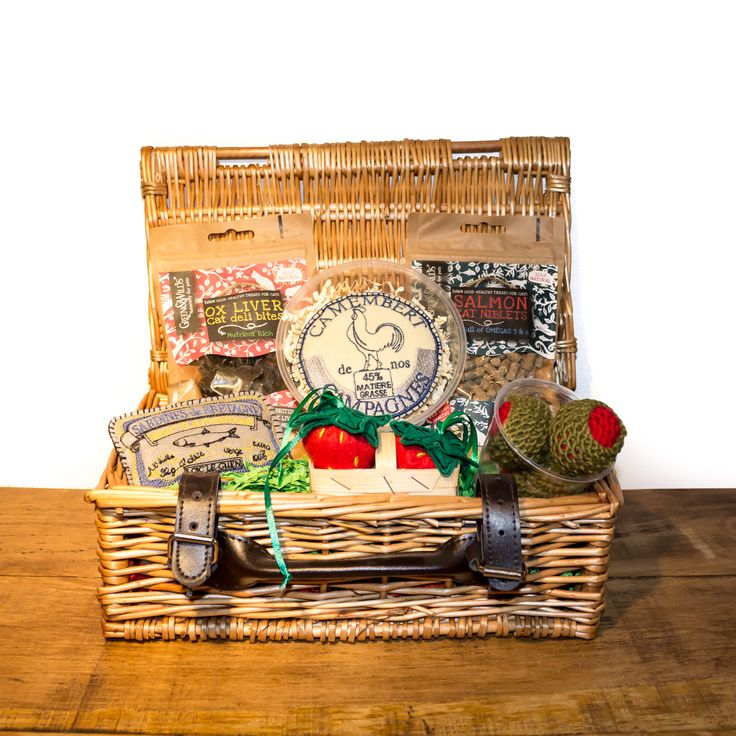 Our Kitnic Hamper is an indulgent summer treat for the kitty with a sophisticated palate. The Kitnic Hamper is filled with delectable natural treats, as well as a few fun picnic inspired toys, all of which are filled with premium catnip for that extra special treat. The handcrafted toys and the delicious treats are made in the UK.