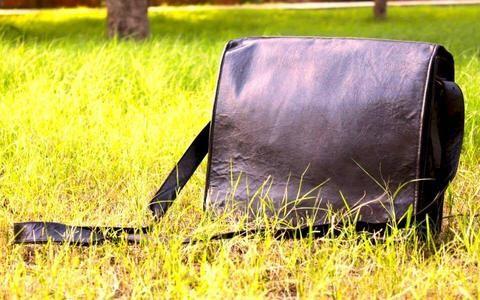 #MensWear #ManBag #Accessories #OOTD #PicOfTheDay #IGDaily #Fashion #CityMen #CityStyle #SmartLook #MensFashion #MenInSuits #Dapper #MensFolder #MensStyle #Folder #Style #Trendy #Trending #MenInSuits #TheLook #SmartLook #Leather #LeatherFolder #LeatherBag