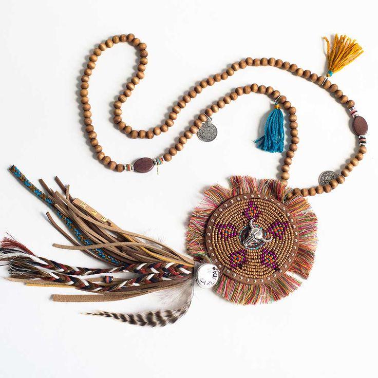 Collar indio étnico personalizado.