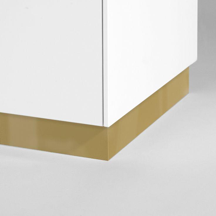 Plinthe en laiton pour IKEA METOD Dimension: Height 8 cm. Length  220cm. Thickness 16 mm.