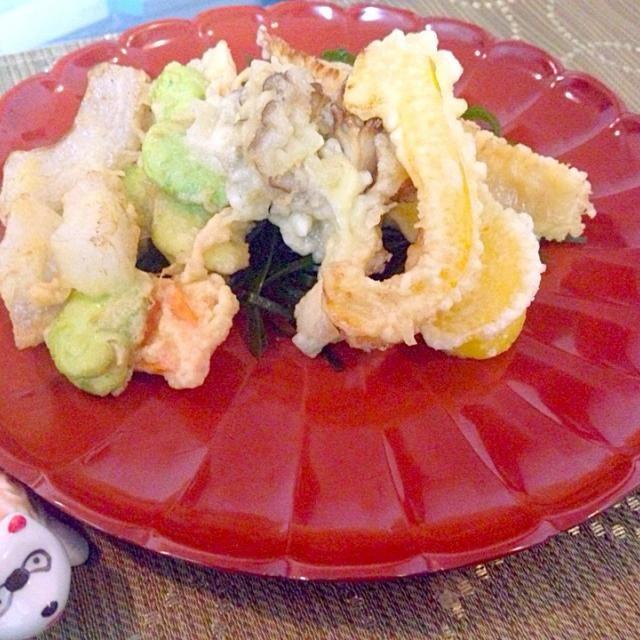パプリカをフリッターのノリで天ぷらにしてみました。 意外に美味しいものでした(^^) - 20件のもぐもぐ - 天ぷらの盛り合わせ  筍、舞茸、黄パプリカ、空豆のかき揚げ by coordinator