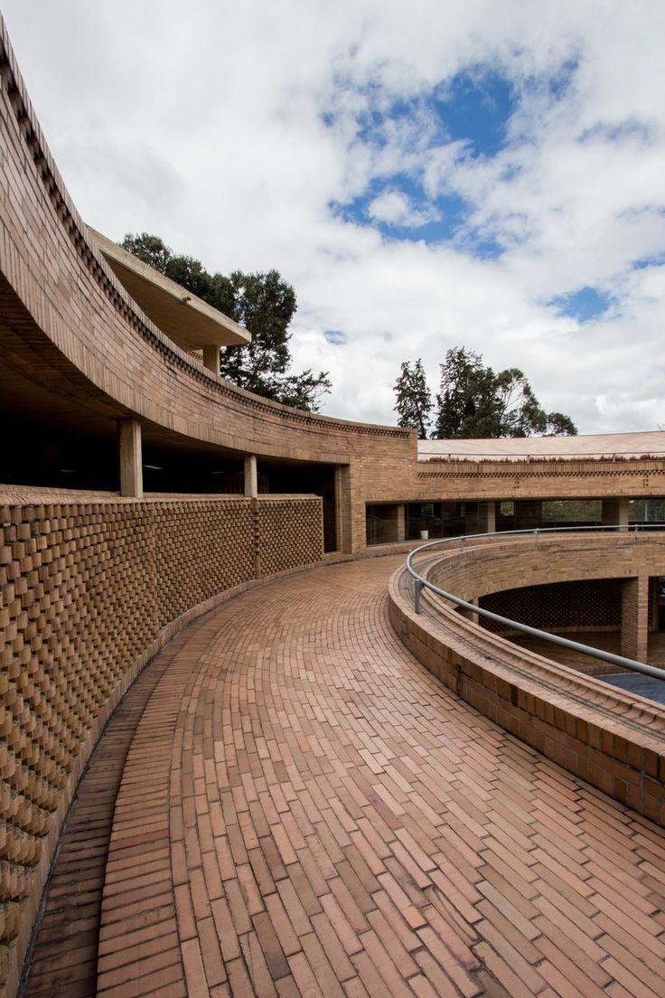 Facultad de Ciencias Humanas de la Universidad Nacional de Colombia, Bogotá   Arq. Rogelio Salmona 1995 12