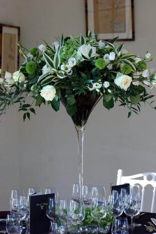 Coupe Martini : lysianthus, roses, dianthus, eucalyptus... centre de table #mariage #fleurs