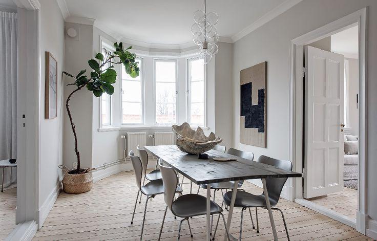 Un appartamento dallo stile scandinavo dove i materiali, le texture e i colori scelti dialogano perfettamente tra loro dando vita ad uno spazio raffinato e accogliente.