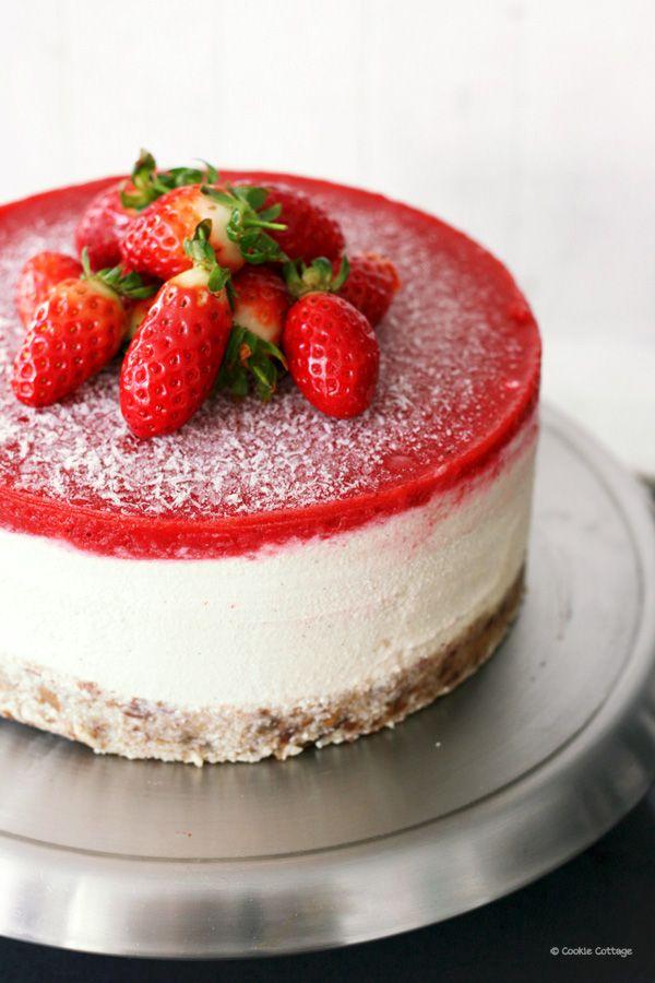 Veganistisch en glutenvrij recept voor een vegan cheesecake met aardbeien.