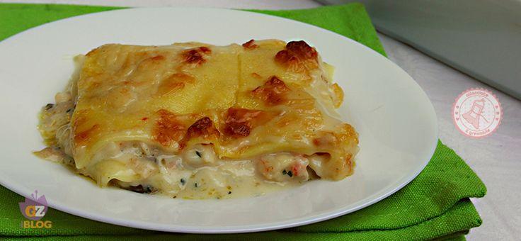 Le lasagne di mare sono un piatto perfetto per i pranzi delle feste, sono buonissime e con un segreto nella besciamella che le rende ancora più gustose.