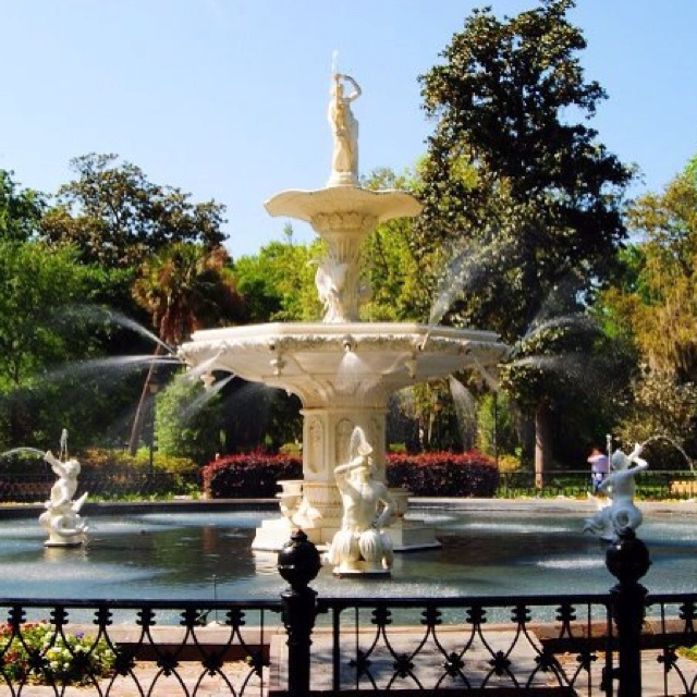 Forsyth Park Fountain on a beautiful, sunny day!    Been here and took pictures of course