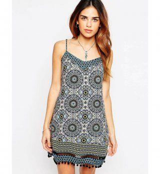 Robe pour petite poitrine : une robe d'été caraco à pompons, Warehouse, 42,99€