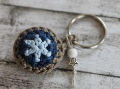 Tutoriale DIY: Cómo tejer un llavero de crochet vía DaWanda.com
