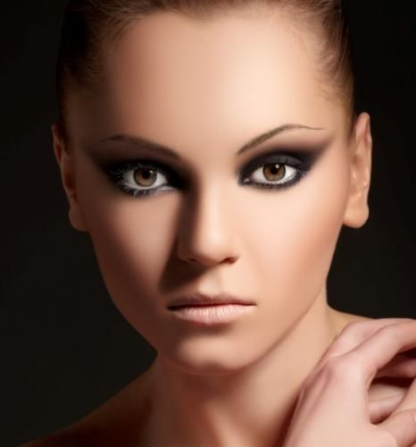 Love this dramatic smokey eye. Would add bold lashes though.