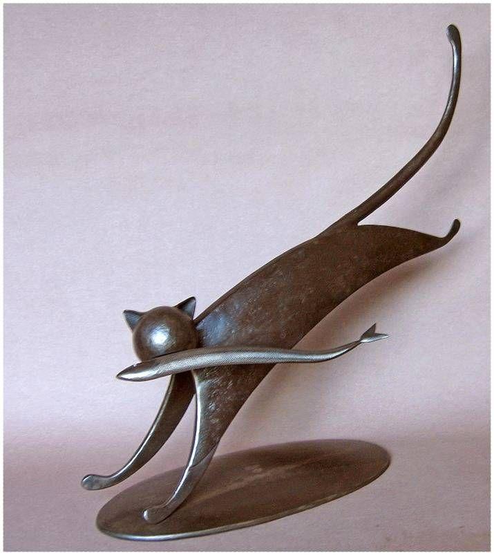 Les sculptures de J.P. Augier ont fait l'objet de moult expositions, la majorité en France , mais aussi au G.D. de Luxembourg, en Belgique, en Suisse. Sa sculpture est hors du commun . Elle...