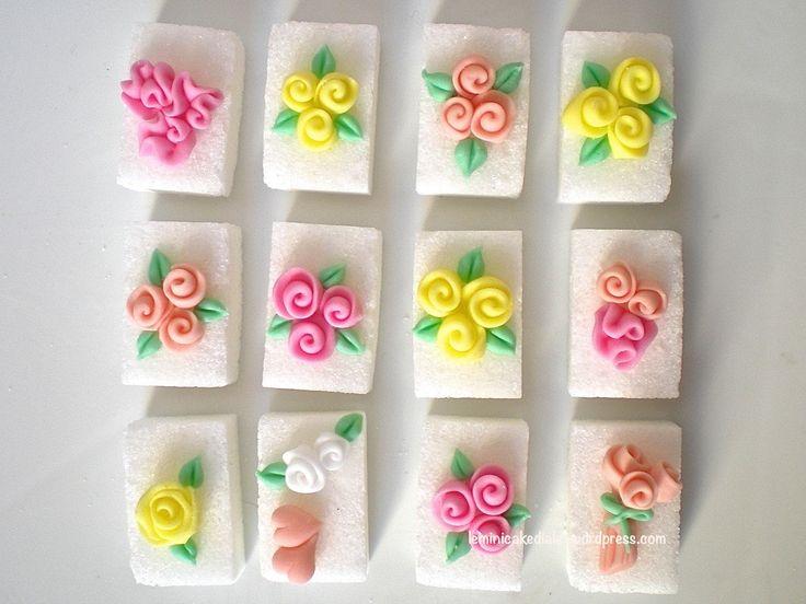Zollette di zucchero decorate. www.leminicakedialeta.wordpress.com leminicakedialeta@gmail.com