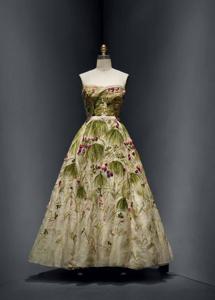 Christian dior french 1905 1957 for house of dior for Haute couture houses