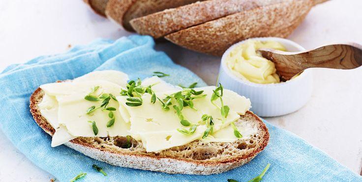 Recept på ett fantastiskt glutenfritt bovete- och majsbröd. Perfekt att avnjuta nygräddat med smör och en skiva ost!