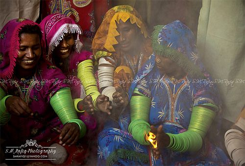 """Hindu women perform the rituals at """"Hinglaj Yatra """" during most sacred Hindi pilgrimage in Baluchistan Pakistan. Devotee mostly come from Sindh & other parts of Pakistan to perform this most sacred Hindu Yatra. Comprising of 13 Stopover (پراؤ)  and 25 Pujas (تیرا استھان) ."""