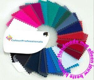 Nu ik alweer een tijdje werk met het kleurensysteem, waarbij ik zelf kleurenwaaiers kan samenstellen aan de hand van de kleuren die ook echt goed staan bij iemand, heb ik er voor mij zelf eens een analyse op losgelaten.Ik heb de resultaten van 10 vrouwen die volgens het seizoenensysteem op een zomertype uit zouden …