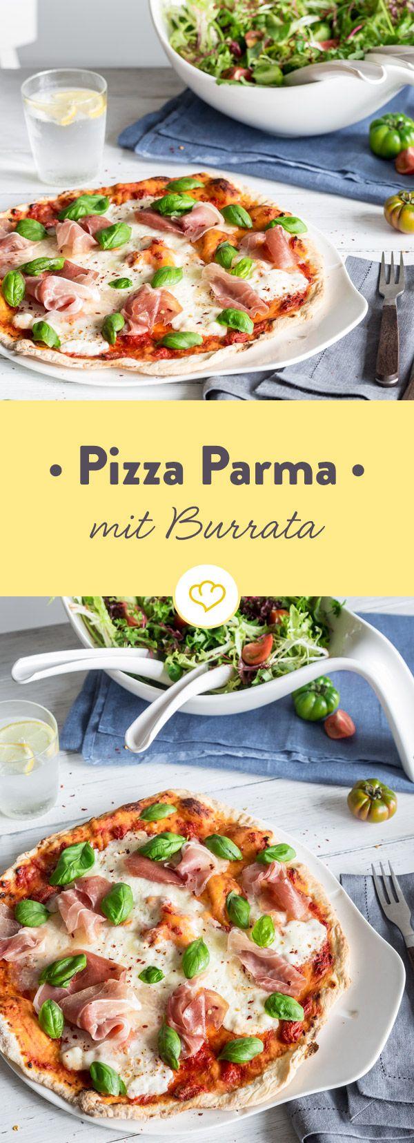 Tomatensauce und besonders cremiger Burrata sind die Basis für die beste Pizza des Abends. Mit Parmaschinken und Basilikum - unangefochtenes Gewinnerteam.