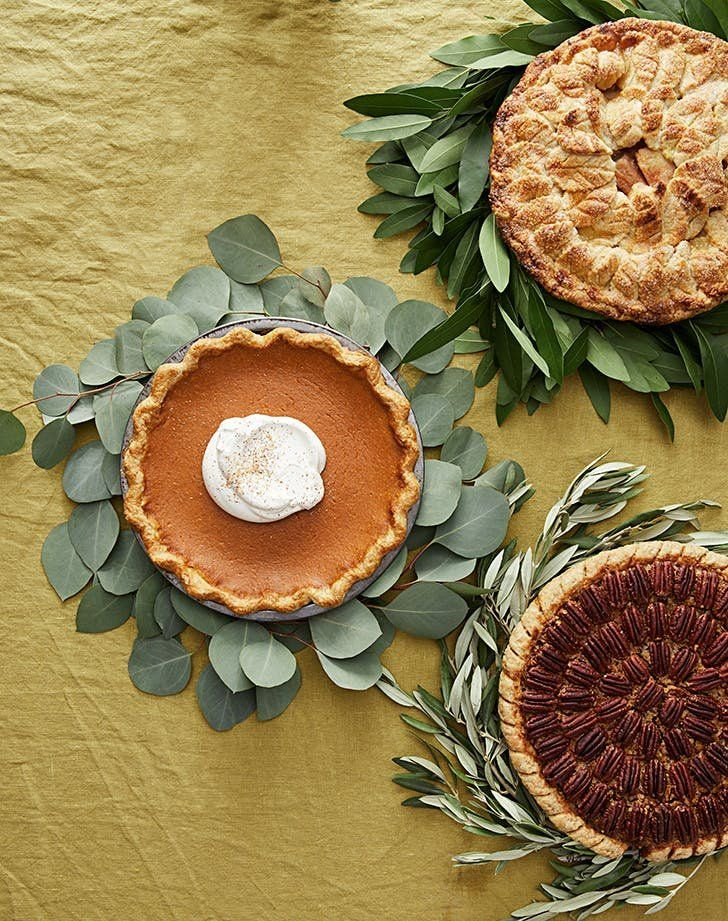 Martha Stewart idea for a quick and easy centerpiece for thanksgiving pies! This Is the Prettiest Last-Minute Thanksgiving Centerpiece We've Ever Seen... Simply grab some herbs, backyard foliage or fresh greenery if you can swing it (how lovely are these eucalyptus, bay and olive leaf versions?), then twist the greens into pie-sized halos to ring around the base of your dish.