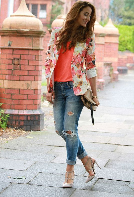 Love the top and blazer combo, but would wear different jeans and shoes. Cute outfit.
